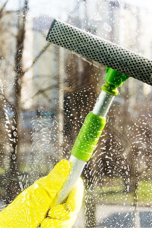 Window-cleaning-service-dirty-window-cleaning